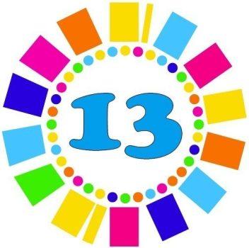 13-as kitűző