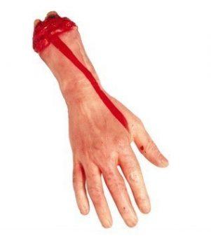Levágott véres kéz